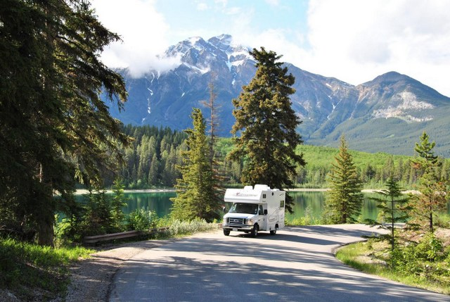 camper - motorhome rentals Alaska and Yukon. Nature Tours of Yukon